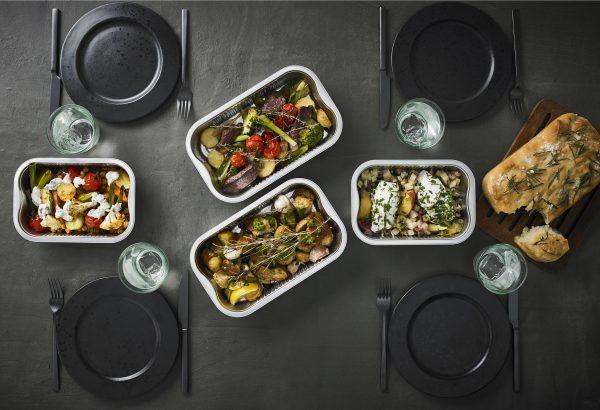 Image - Table dréssée et plats